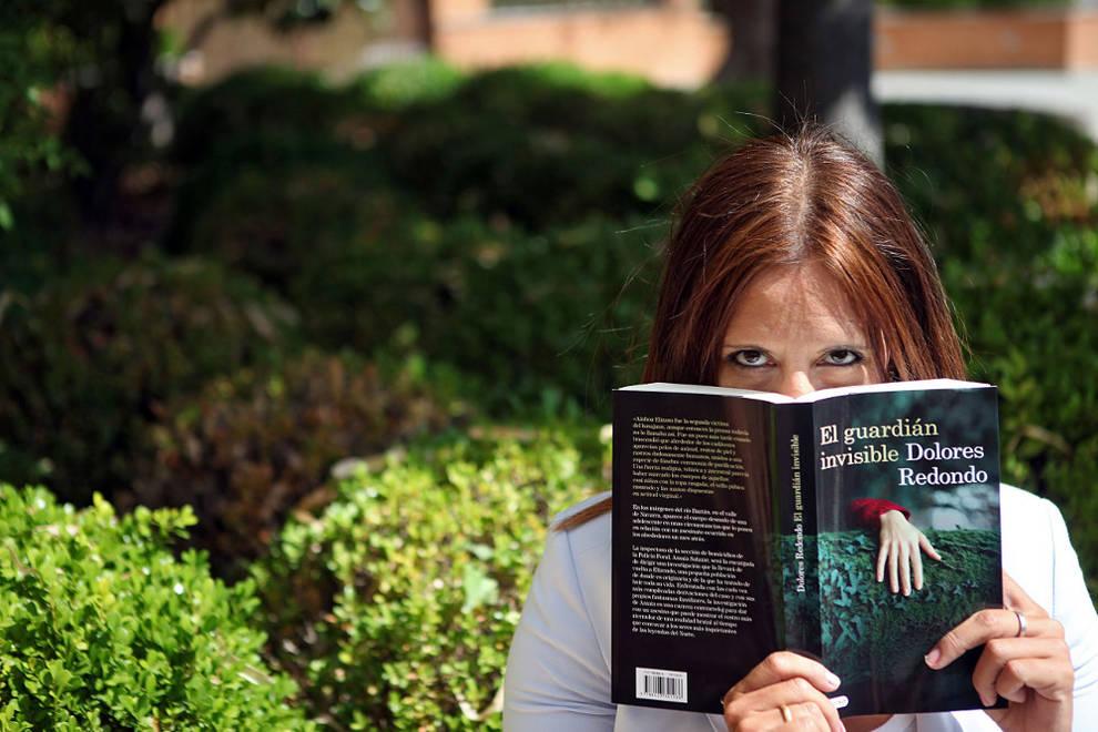 Dolores Redondo y los secretos más oscuros del Baztán